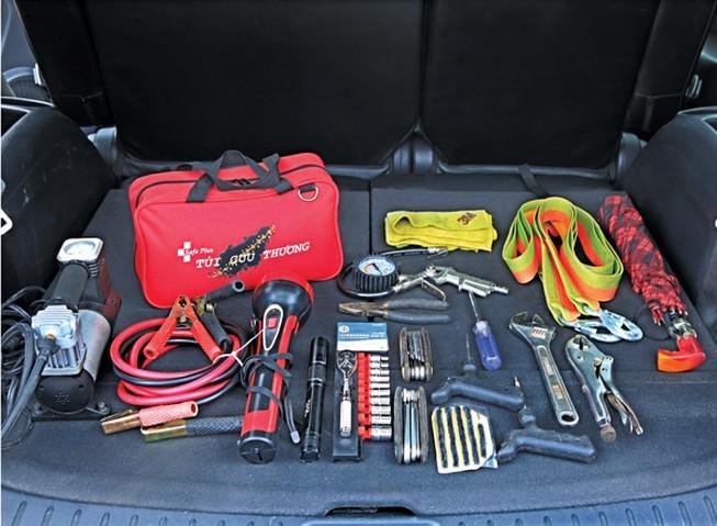 10 vật dụng không thể thiếu trên xe hơi
