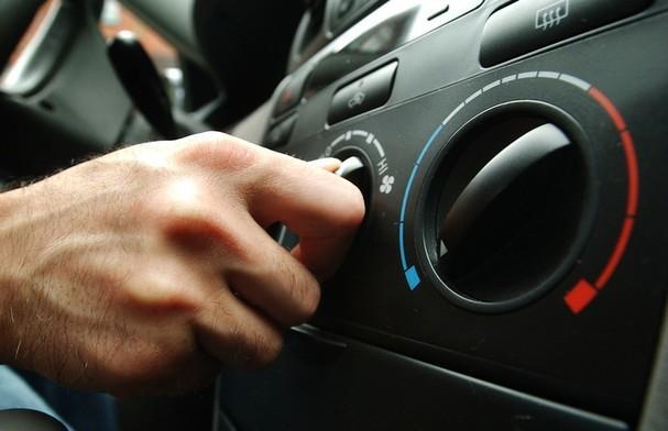 Những thời điểm nên tắt điều hòa ôtô để tránh làm hại xe?