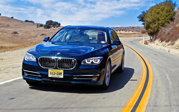 Kinh nghiệm đi đăng ký ô tô cho người mua xe lần đầu